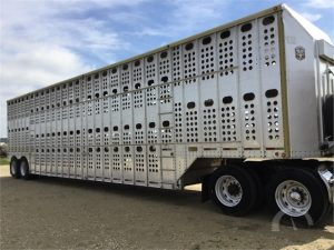 How to use a livestock trailer